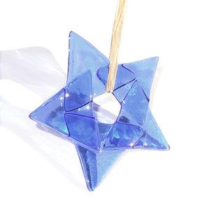 Heldere blauwe kerstster van prachtig lichtblauw glas! Glazen kerstster om op te hangen.
