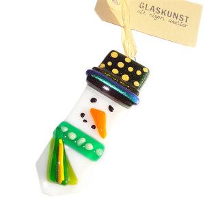 Glazen sneeuwpop hanger met groene kleurrijke details. Unieke kerst decoratie van speciaal glas!