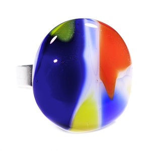 Handgemaakte RVS/edelstaal ring met rood, geel en blauw glas.