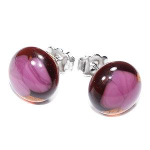 Handgemaakte roze oorknopjes van amber-bruin glas met roze accenten!