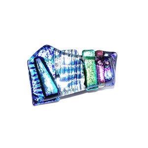 Handgemaakte glazen speld zilver, blauw, groen en roze dichroide glas. Glasfusing speld uit eigen atelier.