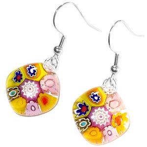 Handgemaakte geel roze oorbellen gemaakt van Millefiori Murano glas met gave figuren! Handgemaakte oorbellen uit eigen atelier.