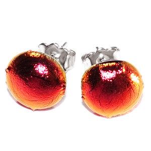 Rode oorstekers van speciaal rood glas met bijzondere gloed.