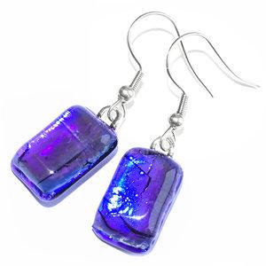 Luxe blauwe glazen oorbellen van speciaal dichroide glas! Inclusief rubberen oorbelstoppers!
