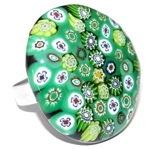 Zwart met groene glazen ring gemaakt in eigen atelier van millefiori glas.