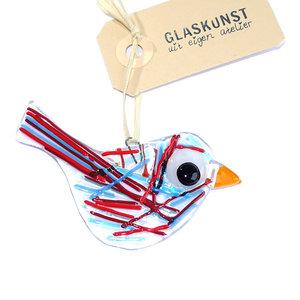Heldere glazen vogel hanger met kleurrijke blauwe en rode strepen op het glas.