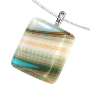 Glashanger van bruin, grijs, oranje en turquoise gekleurd glas.