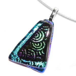 """Exclusieve glashanger van zwart glas met twee soorten luxe """"swirl"""" glas in groen en blauw tinten."""