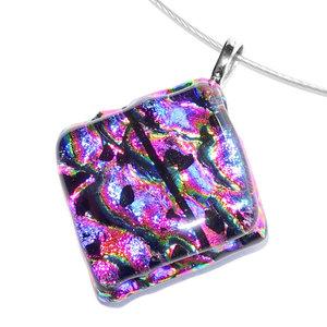 Prachtige roze-paarse ketting hanger gemaakt van speciaal glas met een mooie gloed!