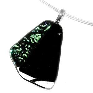 Luxe glazen hanger van zwart glas met sierlijk groen accent. Handgemaakt glaswerk uit eigen atelier.