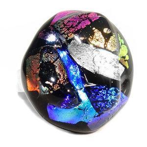 """RVS edelstaal ring met """"steen"""" van zwart glas met gekleurd glas in de kleuren; koper-oranje, roze, zilver en blauw. G"""