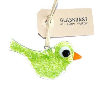 Kleine groene glazen vogel handgemaakt van helder glas met groene accenten.