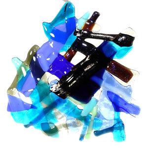 Blauwe glazen hanger om op te hangen voor een raam of muur. Exclusieve glasfusing uit eigen atelier.