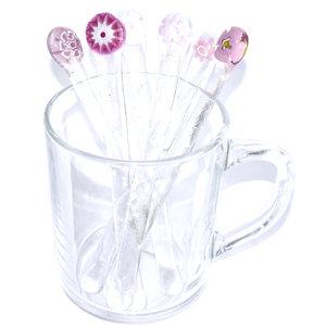 Glazen roerstaafjes van helder glas met mooie roze en paarse Millefiori bloemen.