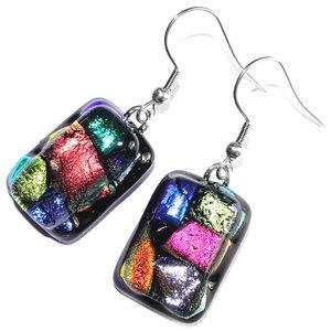 Lange gekleurde oorbellen van speciaal dichroide glas!