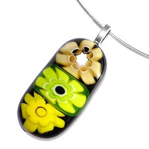 Zwarte glas hanger met een gele, neon en lichtbruine millefiori bloem in het glas!