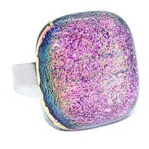 RVS edelstaal ring met een felroze glazen cabochon. Glasfusing uit eigen atelier!