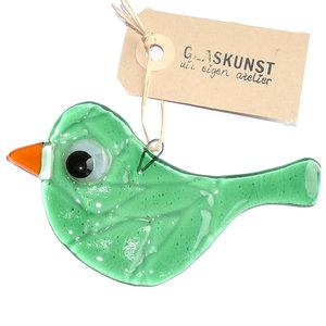 Groene glazen vogel hanger van helder glas. Unieke glasfusing vogel hanger.
