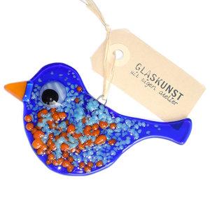 Blauwe glazen vogel met lichtblauwe en oranje accenten. Decoratieve glazen hanger gemaakt van gekleurd glas.