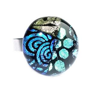 RVS edelstaal ring met cabochon van zwart, groen, geel en blauw glas in gave patronen!