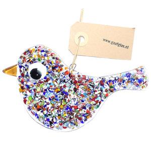 Vrolijk gekleurd glazen vogel van speciaal glas om op te hangen. Elke vogel is handgemaakt in eigen atelier.