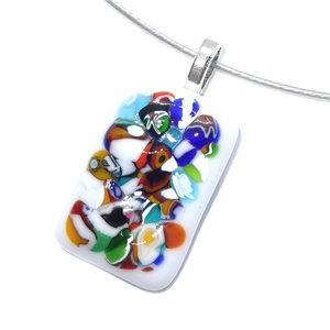 Witte glashanger met kleurrijke confetti accenten in het glas.