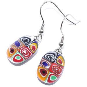 Glazen oorbellen met kleurrijke cirkels in het glas! Glasfusing sieraden uit eigen atelier.