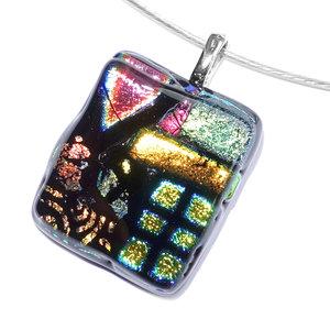 Kleurrijke hanger gemaakt van prachtige soorten dichroide glas!