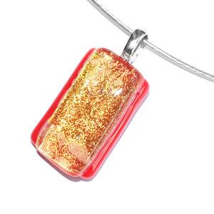 Rode glashanger met een accent van oranje-goud dichroide glas!