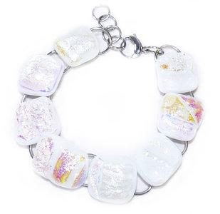 Witte glazen armband met prachtige parelmoer gloed. Hypo-allergeen RVS/Chirurgisch staal armband met glasfusing.