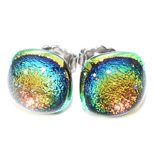 RVS oorstekers van speciaal groen-goud-oranje glas met een mooie gloed die veranderd afhankelijk van de lichtinval.