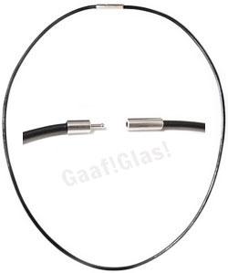 Zwart rubberen ketting met bajonetsluiting, 45 cm. lengte