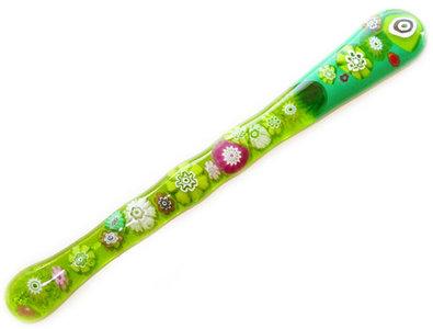 Handgemaakt glazen roerstaafje van groen en roze millefiori glas!