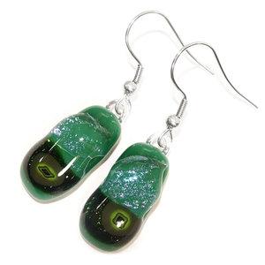 Exclusieve groene glazen oorbellen van speciaal groen glas.