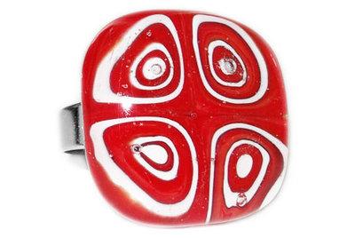 Handgemaakte rood-witte glazen ring!