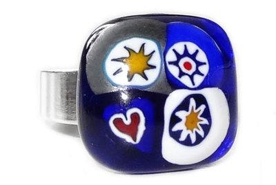 Handgemaakte blauw-wit-metallic-gele ring van millefiori glas!