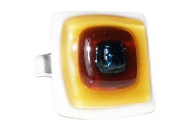 Handgemaakte bruin, zwart, witte glazen ring