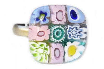 Bronskleurige ring met roze-blauw-turquoise bloemetjes