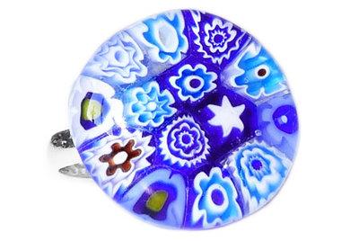 Handgemaakte kinderring met een mix van blauwe millefiori!
