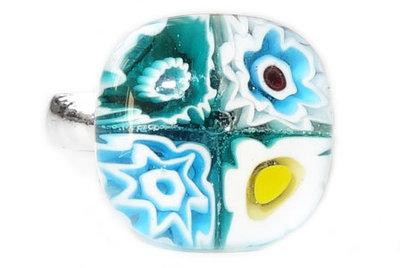 Handgemaakte glazen kinderring met turquoise bloemen!