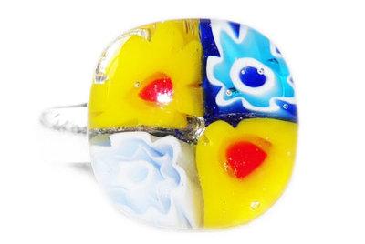 Kinderring met gele en blauwe bloemen