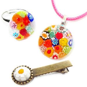 Multicolor kinder sieraden set. Roze ketting met kleurrijke bloemetjes hanger, kinderring en een haarknipje!