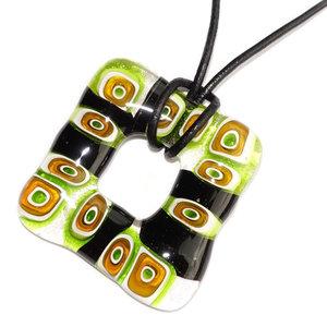 Groen met zwarte glashanger. Unieke glasfusing hanger gemaakt van millefiori glas.