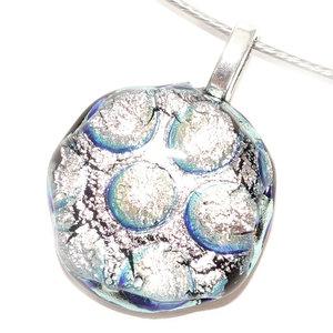 Ronde zilveren glashanger gemaakt van luxe zilverkleurig dichroide glas.