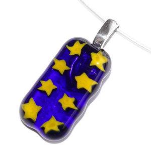 Blauw met gele sterren glashanger. RVS hanger met glazen kunstwerkje met gele sterren!