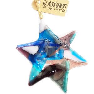 Unieke kerst ster van blauw-paars-roze glas gemaakt. Glasfusing decoratie voor kerst uit eigen atelier!