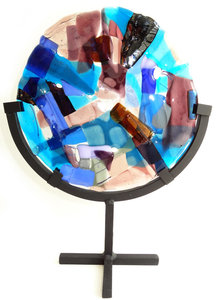Rond glasfusing object in standaard. Rond glazen paneel in paars, roze, blauw tinten!