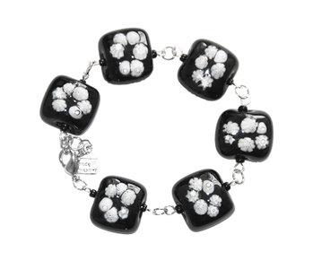Armband met hippe zwart-witte millefiori bloemetjes!