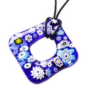 Blauwe opengewerkte glashanger met blauwe millefiori bloemen!