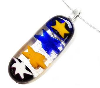 Glashanger met vier blauw-gele millefiori sterren van glas!